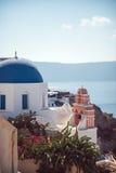 Pueblo de Grecia, isla de Santorini, Oia, arquitectura blanca Fotos de archivo libres de regalías
