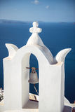 Pueblo de Grecia, isla de Santorini, Oia, arquitectura blanca Fotografía de archivo