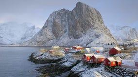 Pueblo de Hamnoy en las islas de Lofoten, Noruega almacen de video