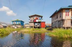 Pueblo de Hupin Nyaung Shwe en el lago Inle Fotos de archivo