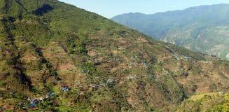 Pueblo de Kharikhola, montañas nepalesas de Himalaya Fotografía de archivo