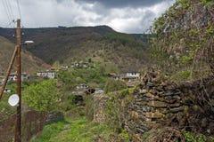Pueblo de Kosovo con las casas del siglo XIX auténticas, Bulgaria fotos de archivo