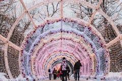 Pueblo de la Navidad justo en la calle de Tverskaya en la Moscú Fotos de archivo