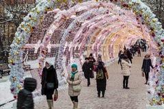 Pueblo de la Navidad justo en la calle de Tverskaya en la Moscú Fotos de archivo libres de regalías