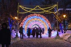 Pueblo de la Navidad justo en la calle de Tverskaya en la Moscú Fotografía de archivo libre de regalías