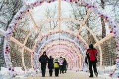 Pueblo de la Navidad justo en la calle de Tverskaya en la Moscú Imagen de archivo