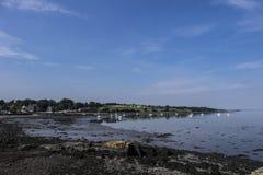 Pueblo de la negrura en brazo de mar de adelante foto de archivo libre de regalías