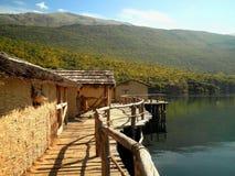 Pueblo de la orilla del lago Fotografía de archivo