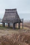 Pueblo de la pila-vivienda de la edad de bronce en Italia Foto de archivo