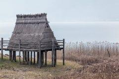 Pueblo de la pila-vivienda de la edad de bronce en Italia Imagen de archivo