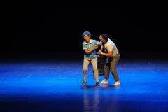 Pueblo de la tía- del square dance del salto del desvergonzado-bosquejo del acto la etapa grande Imagen de archivo libre de regalías