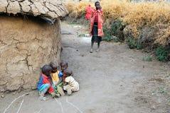 Pueblo de la tribu del Masai Imágenes de archivo libres de regalías