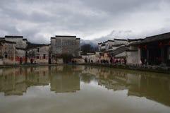 Pueblo de Lanetern con las montañas mágicas foto de archivo libre de regalías