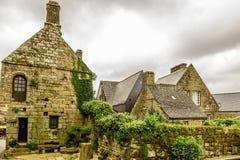 Pueblo de Locronan cerca de Quimper, Bretaña, Francia Foto de archivo
