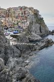 Pueblo de Manarola en el crepúsculo Cinque Terre National Park, Liguria Italia imagen de archivo