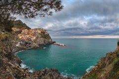 Pueblo de Manarola, en la costa de Cinque Terre de Italia Imágenes de archivo libres de regalías