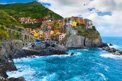 Pueblo de Manarola, en la costa de Cinque Terre de Italia, el 20 de junio Fotos de archivo