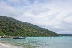 Pueblo de Moken en las islas de Surin: uno de los sitios más famosos de la zambullida del mundo Imágenes de archivo libres de regalías