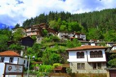 Pueblo de montaña de Balcanes Foto de archivo libre de regalías