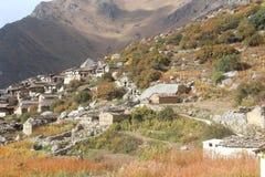 Pueblo de montaña de Dronagiri Imagenes de archivo