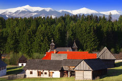 Pueblo de montaña de madera Fotos de archivo libres de regalías