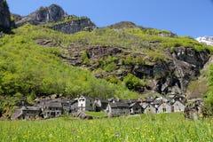Pueblo de montaña de Ticino imagen de archivo libre de regalías