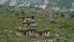 Pueblo de montaña del Cáucaso Foto de archivo