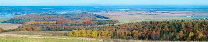 Pueblo de montaña del otoño Imagen de archivo