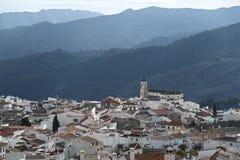 Pueblo de montaña en Andaluc3ia fotos de archivo