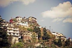 Pueblo de montaña en la India. Foto de archivo