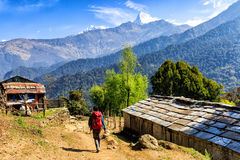 Pueblo de montaña en Nepal imagenes de archivo