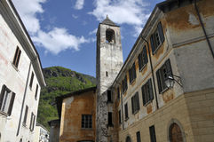 Pueblo de montaña italiano de Chiavenna Imagen de archivo