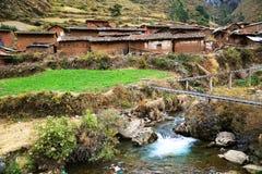 Pueblo de montaña peruano fotos de archivo libres de regalías