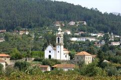 Pueblo de montaña típico de la opinión del pueblo, Portugal del norte Imagenes de archivo
