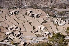 Pueblo de montaña con los campos Imagen de archivo libre de regalías