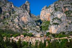 Pueblo de Moustiers Sainte Marie en Provence Fotos de archivo