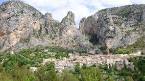 Pueblo de Moustiers-Sainte-Marie, Francia, Europa imagen de archivo libre de regalías