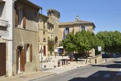 Pueblo de Remoulin en Francia Imágenes de archivo libres de regalías