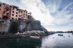 Pueblo de Riomaggiore de Cinque Terre en Liguria, Italia Foto de archivo libre de regalías