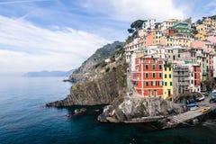 Pueblo de Riomaggiore de Cinque Terre en Liguria, Italia Fotografía de archivo