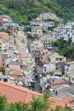 Pueblo de Riomaggiore, en Cinque Terra, Italia del noroeste imagen de archivo