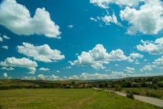 Pueblo de Viscri e iglesia fortificada de Viscri, Transilvania, ROM imagen de archivo