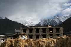 Pueblo de Yading en Daocheng Imagen de archivo libre de regalías