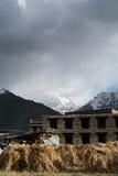 Pueblo de Yading en Daocheng Imagen de archivo