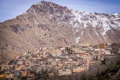 Pueblo del Berber en altas montañas de atlas fotos de archivo libres de regalías