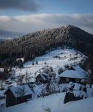 Pueblo del invierno fotos de archivo
