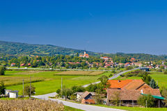 Pueblo del paisaje del verde de Komin Fotografía de archivo