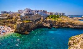 Pueblo del sur Polignano del mar de Italia una yegua - provincia de Bari - Apulia Fotografía de archivo