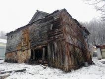 pueblo dilapidado viejo de la casa Foto de archivo libre de regalías