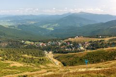 Pueblo Dragobrat Montañas cárpatas, Ucrania fotografía de archivo